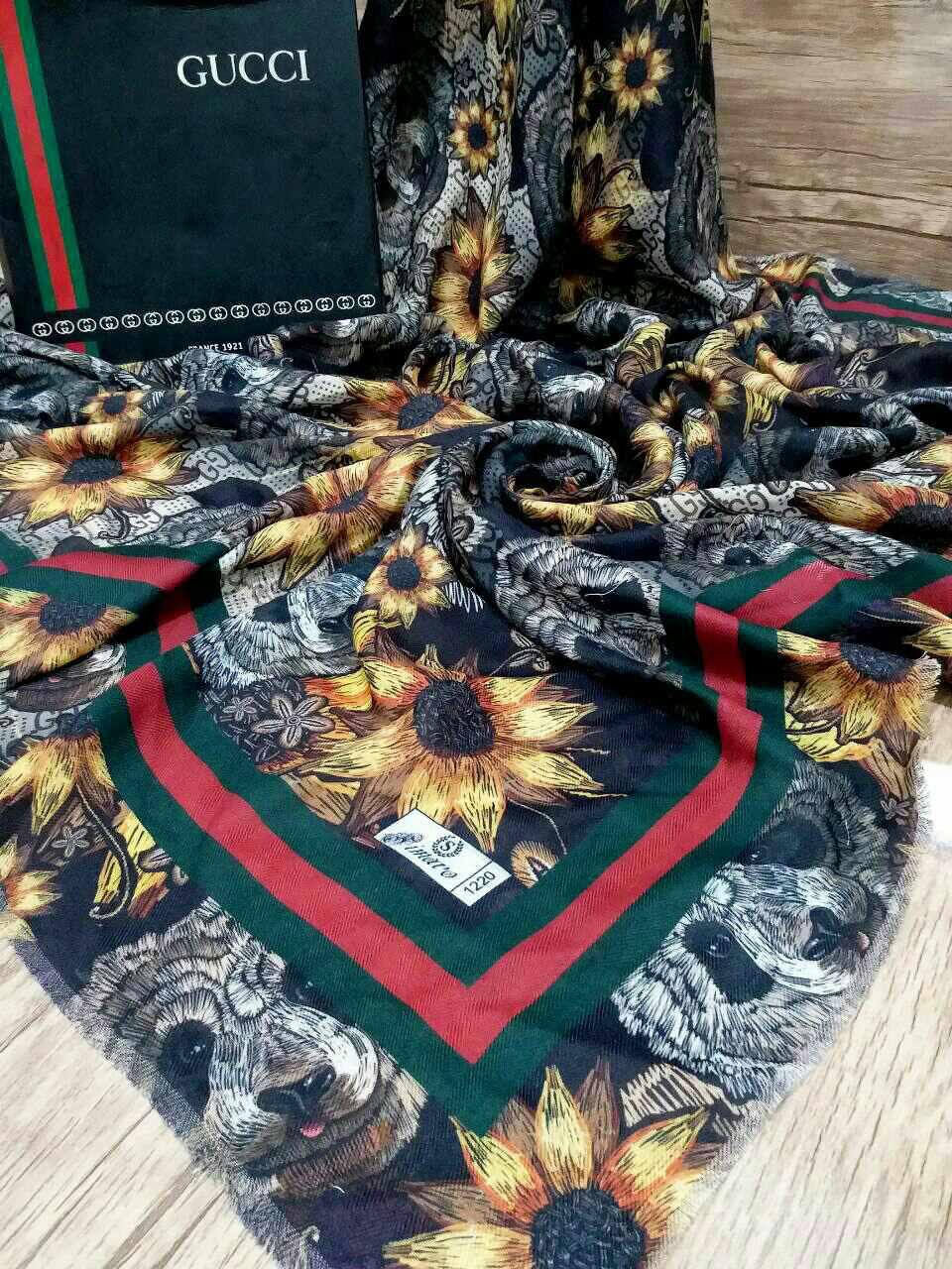 روسری قواره بزرگ پاییزه پایین ریشه سوزنی SR-N 203 از نمای نزدیک