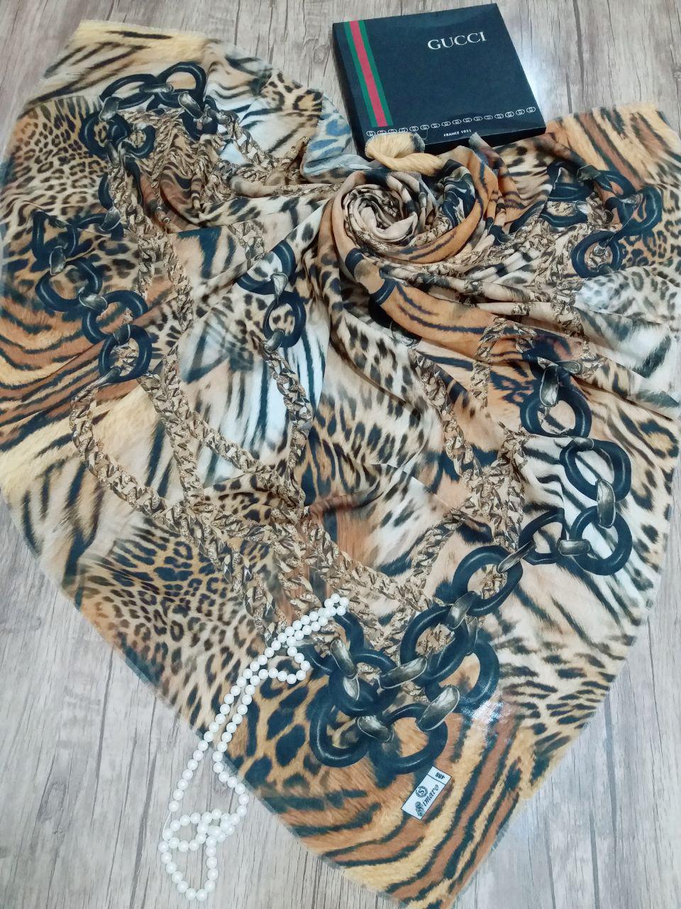 روسری نخی ساده قواره بزرگ sr-n 218 از نمای نزدیک