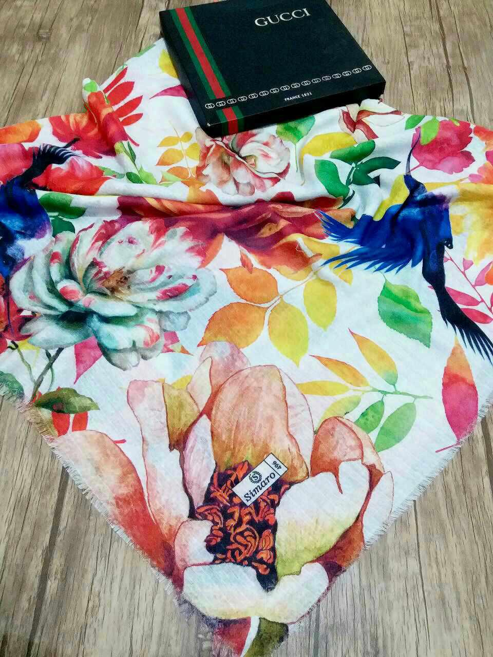 روسری نخی قواره بزرگ تک رنگ sr-n 213 از نمای نزدیک