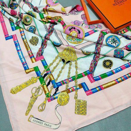 روسری ابریشمی مدل توییل کج راه هرمسsr-n231