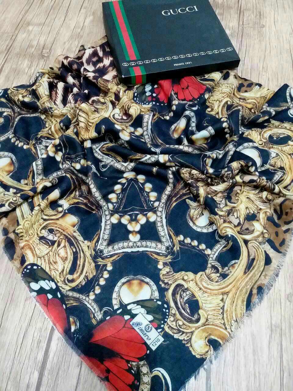 روسری نخی پاییزه پایین ریشه سوزنی sr-n 208 از نمای نزدیک