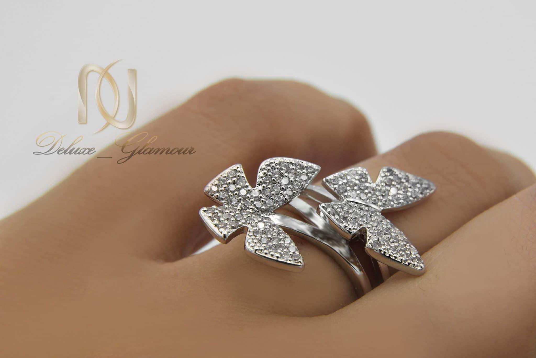 انگشتر دخترانه استیل طرح پروانه rg-n296 از نمای روی دست