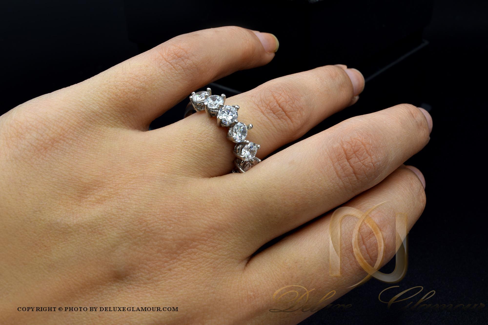 انگشتر دخترانه طرح نقره هفت نگین rg-n294 از نمای روی دست