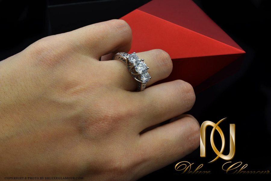انگشتر نقره دخترانه طرح سه نگین rg-n289 از نمای روی دست