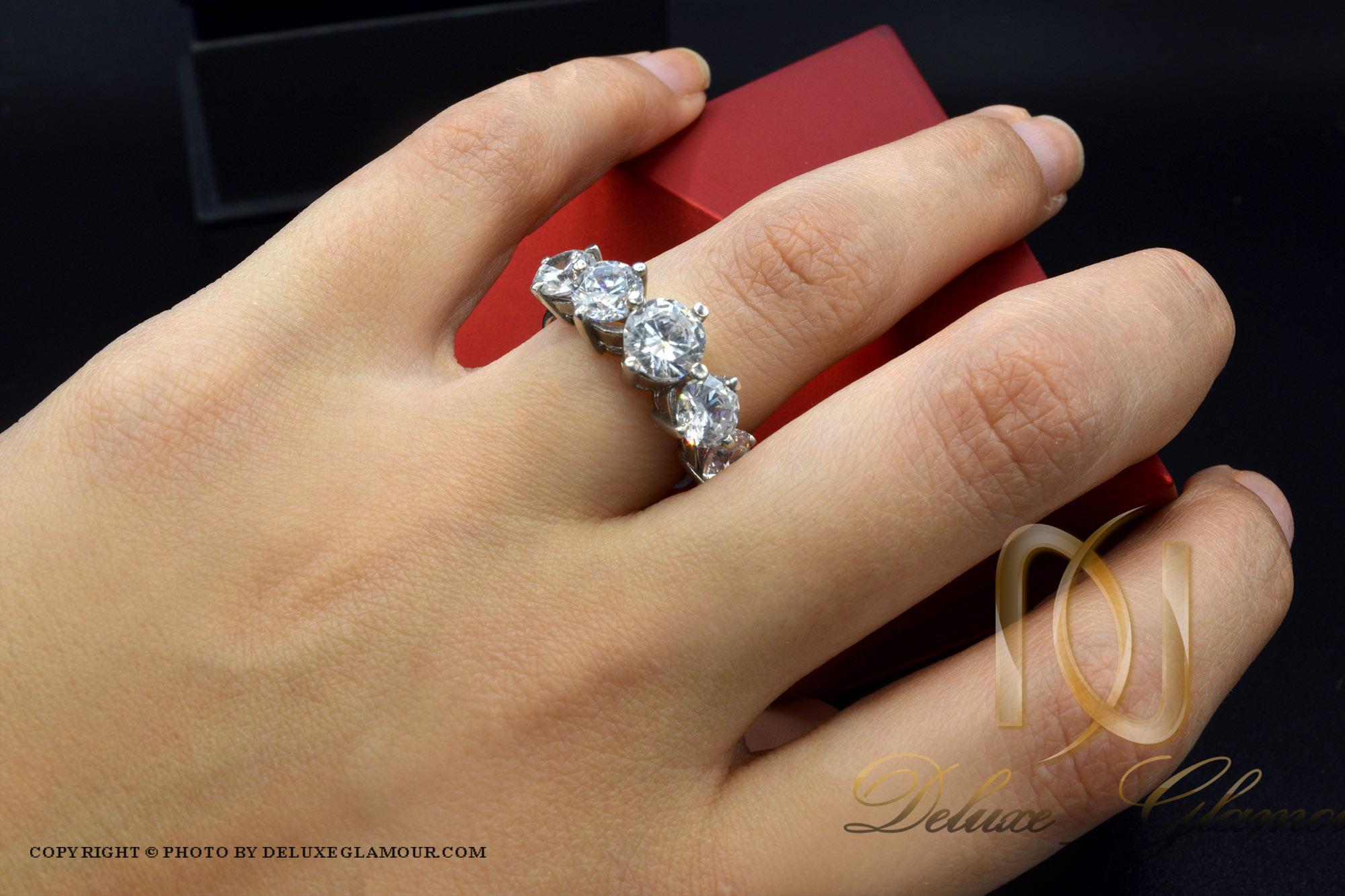 انگشتر نقره دخترانه طرح پنج نگین rg-n292 از نمای روی دست