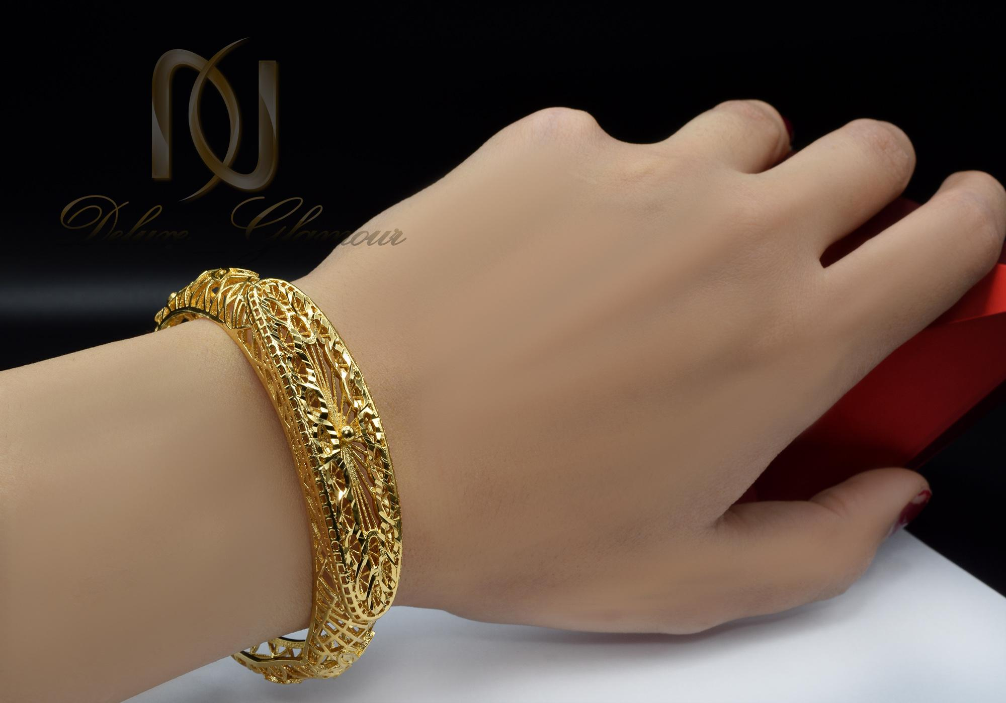 دستبند زنانه برنجی طرح طلا ds-n370 از نمای روی دست