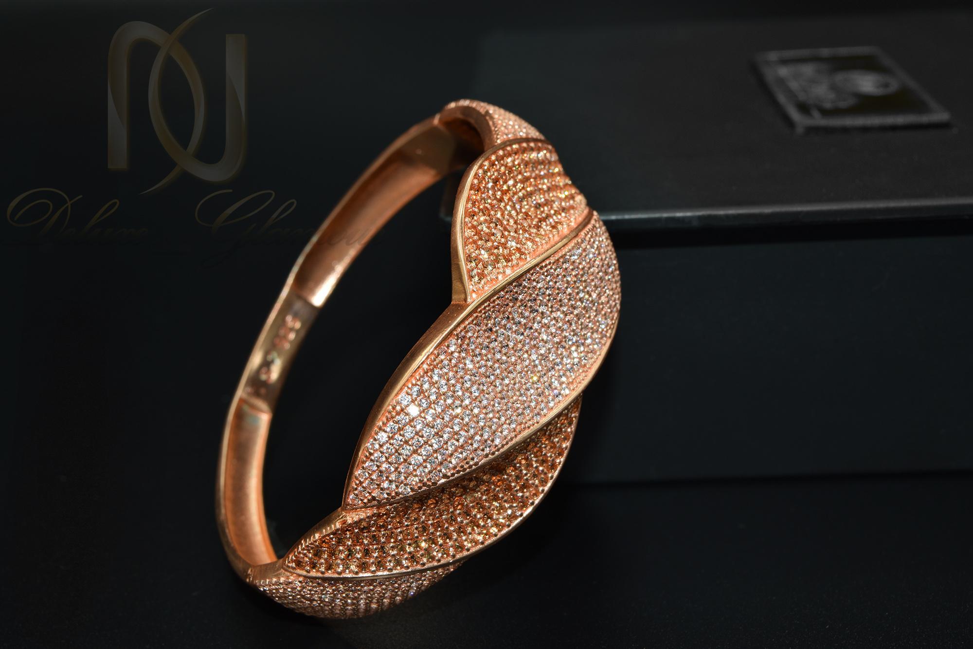 دستبند نقره زنانه رزگلد نگین دار خاص DS-N364 از نمای مشکی