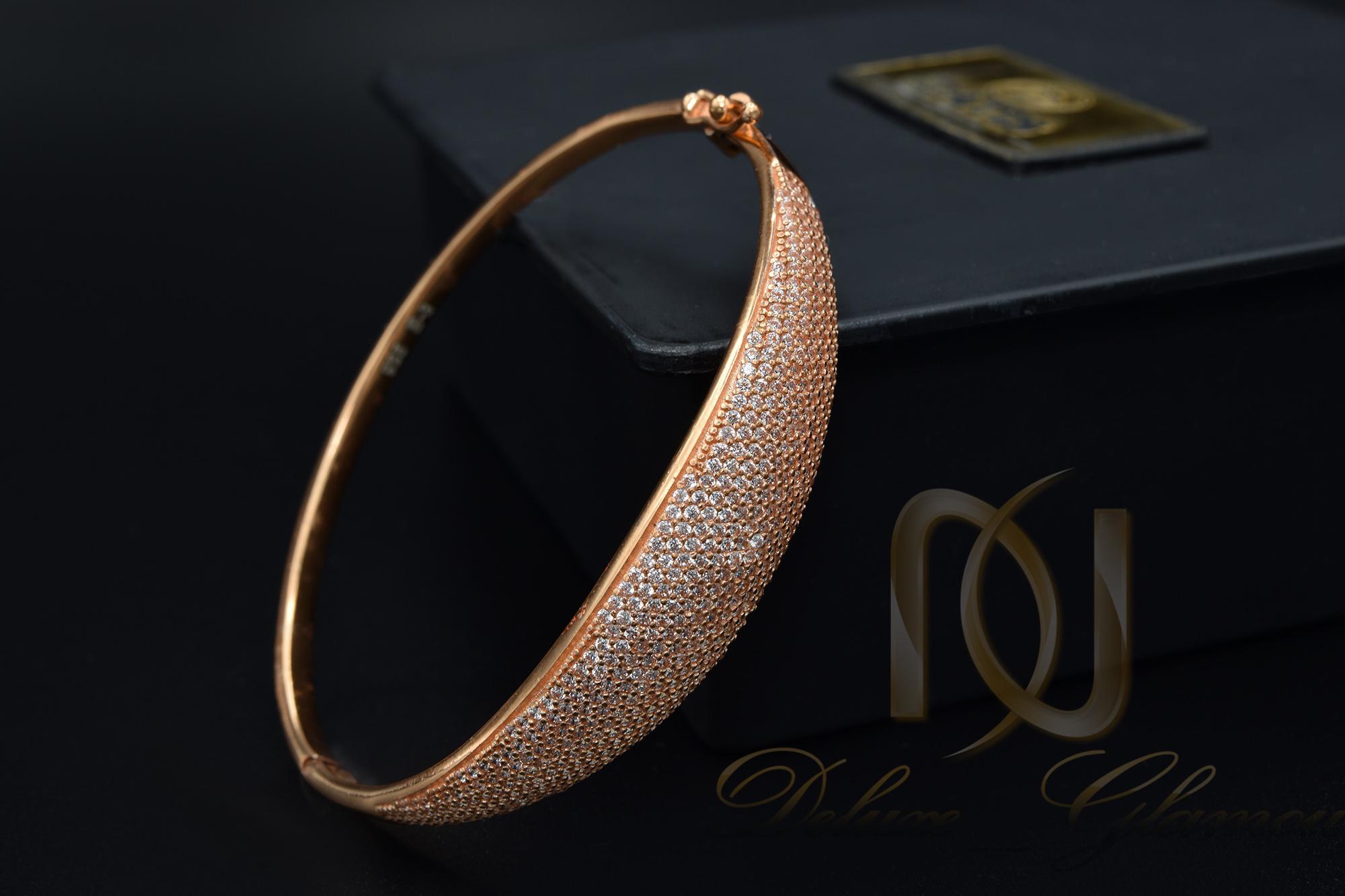 دستبند نقره زنانه رزگلد نگین دار ds-n378 از نمای مشکی
