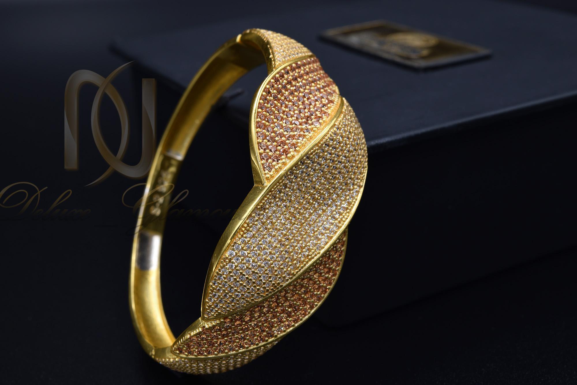 دستبند نقره زنانه طلایی نگین دار DS-N363 از نمای مشکی