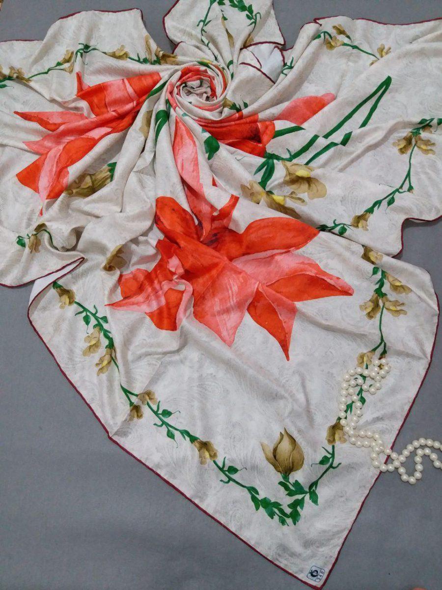 روسری ابریشمی توییل کجراه sr-n253 از نمای نزدیک