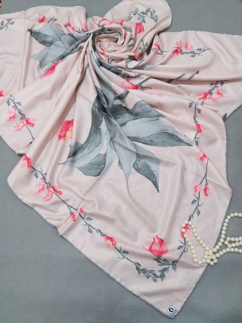 روسری ابریشم توییل کجراه دست دوزsr-n251 از نمای نزدیک