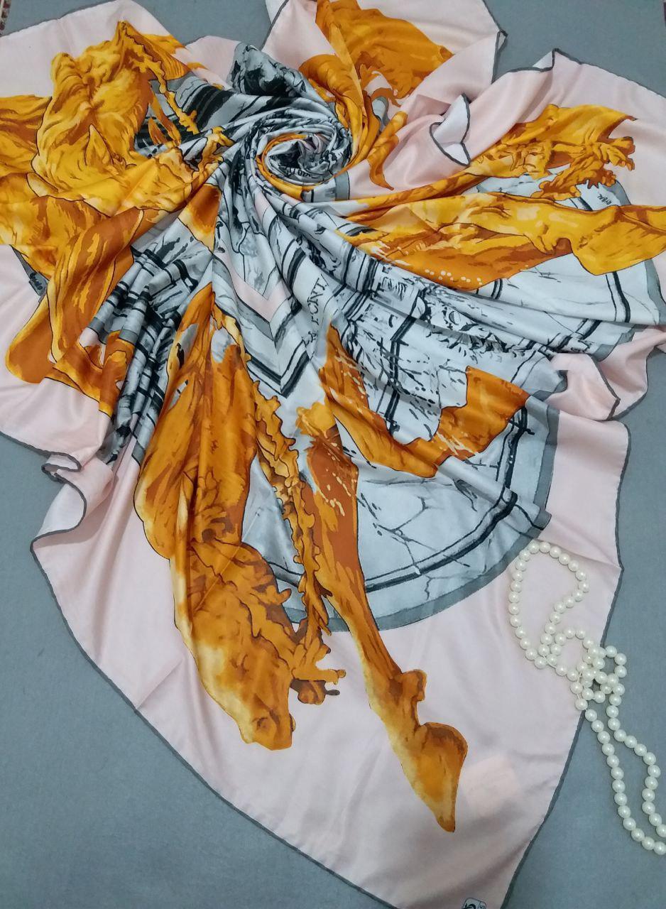 روسری ابریشم توییل کجراه دور دوخت sr-n255 از نمای نزدیک