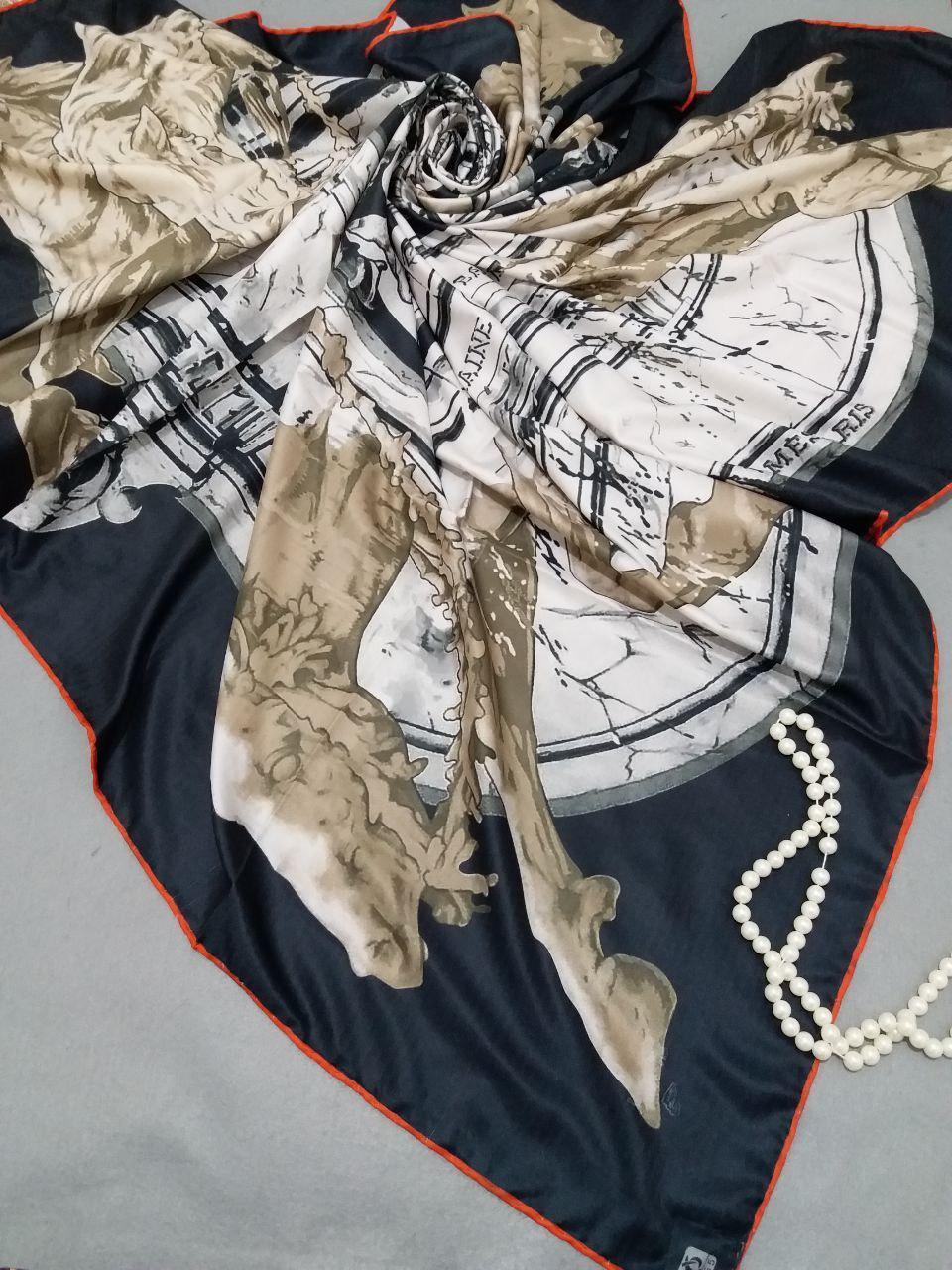 روسری ابریشم توییل کجراه دور دوختsr-n256 از نمای نزدیک