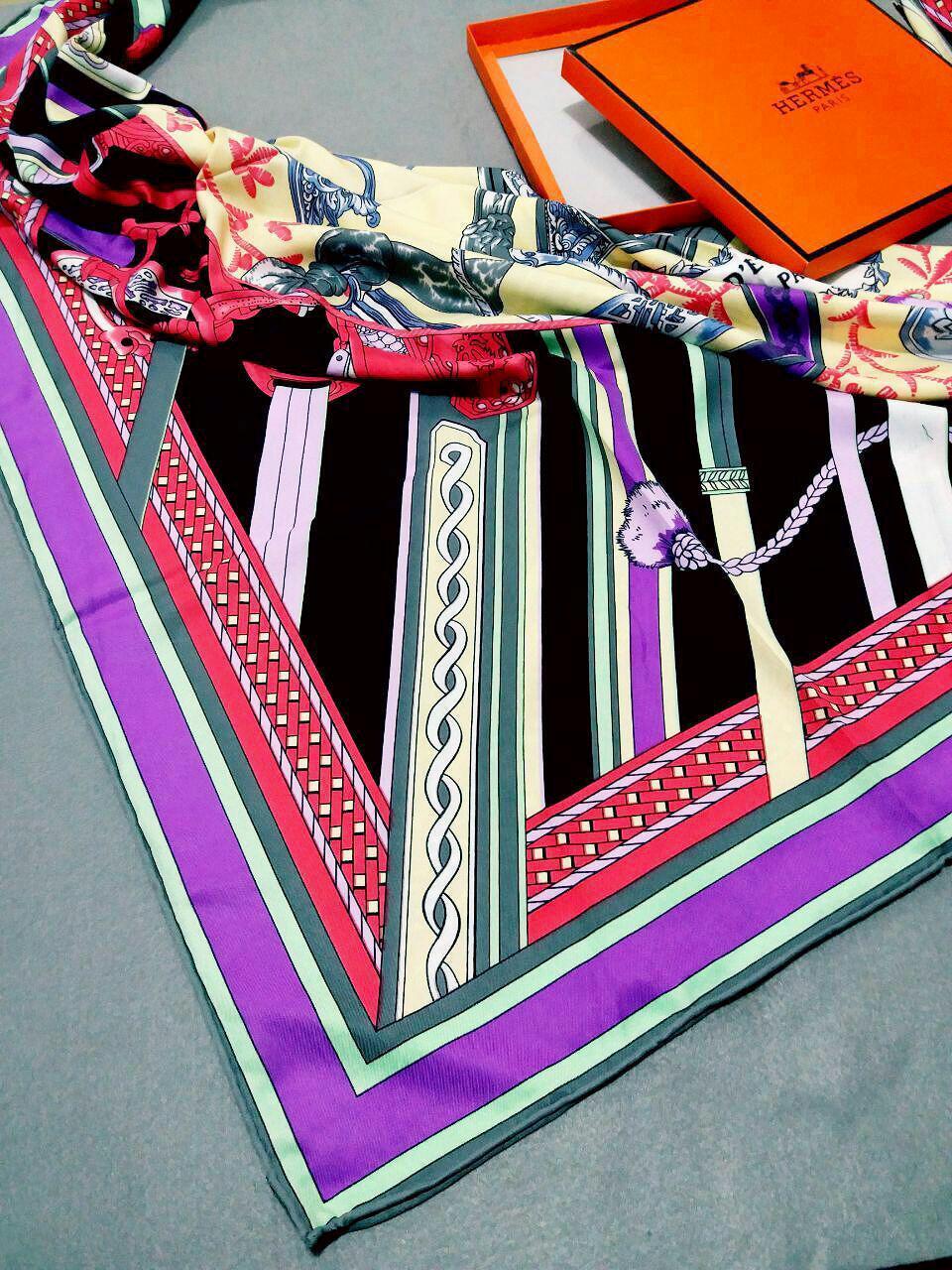 روسری ابریشم توییل کجراه هرمسsr-n239 از نمای نزدیک