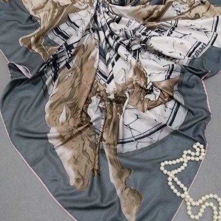 روسری ابریشم توییل کج راه دست دوزsr-n258 از نمای نزدیک