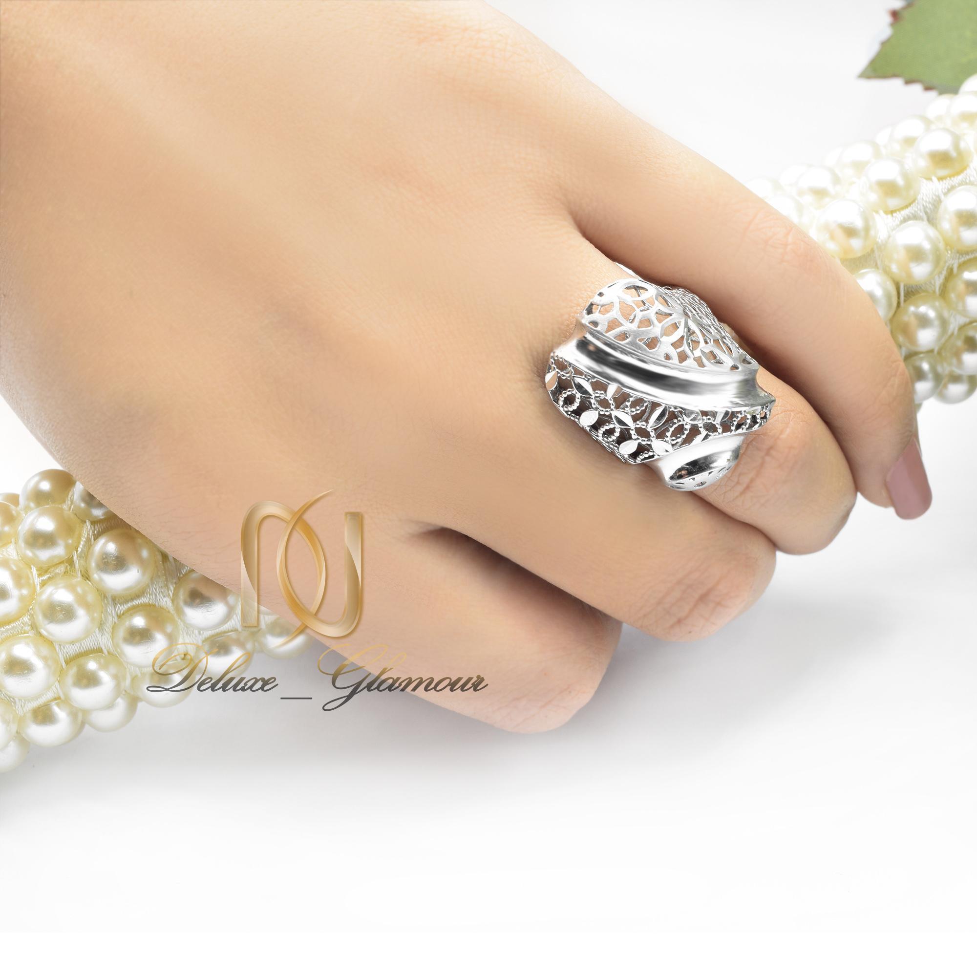 انگشتر نقره زنانه تراش توری rg-n303 از نمای روی دست