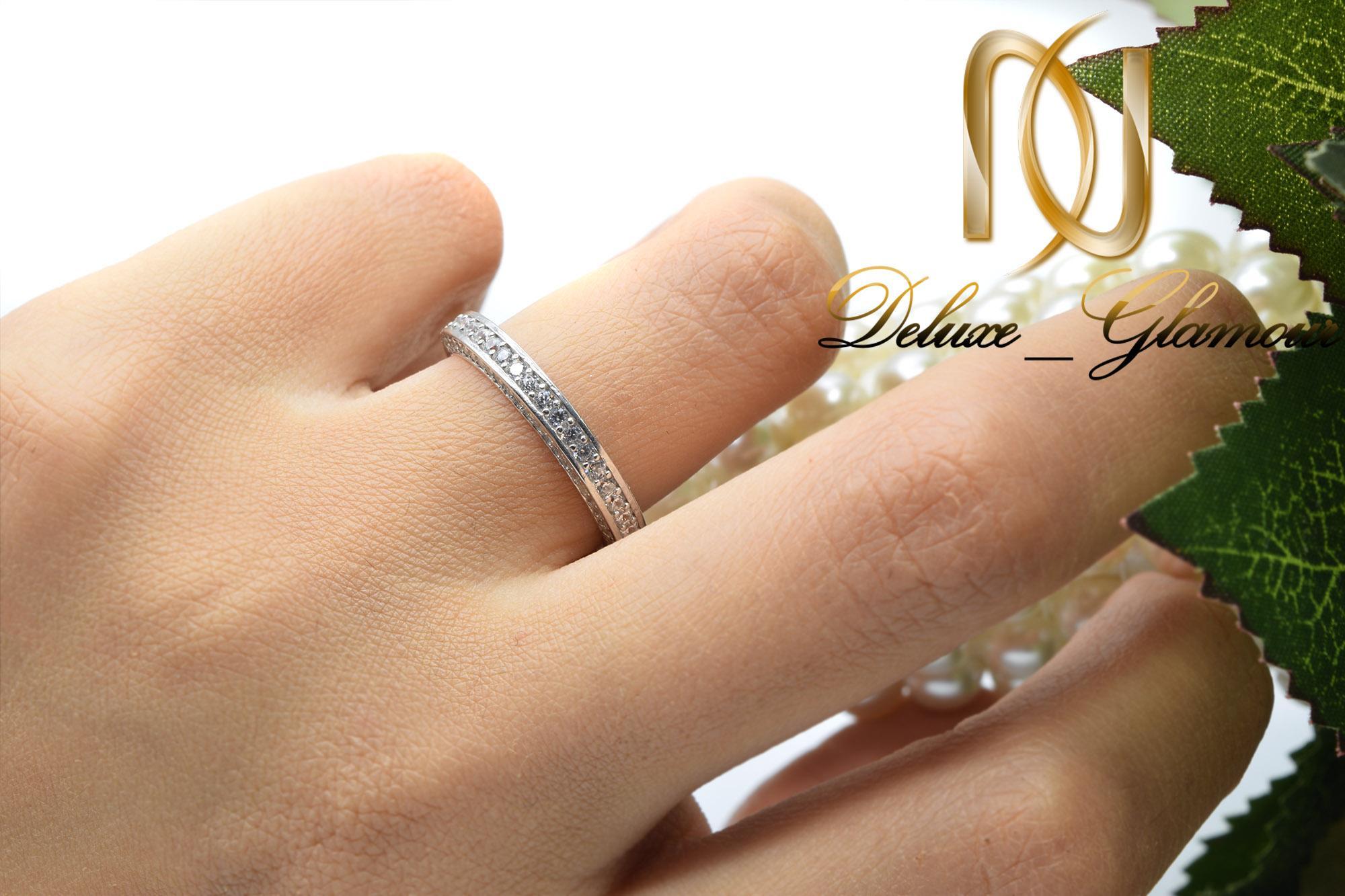 انگشتر نقره زنانه طرح حلقه نگین دار rg-n301 از نمای روی دست