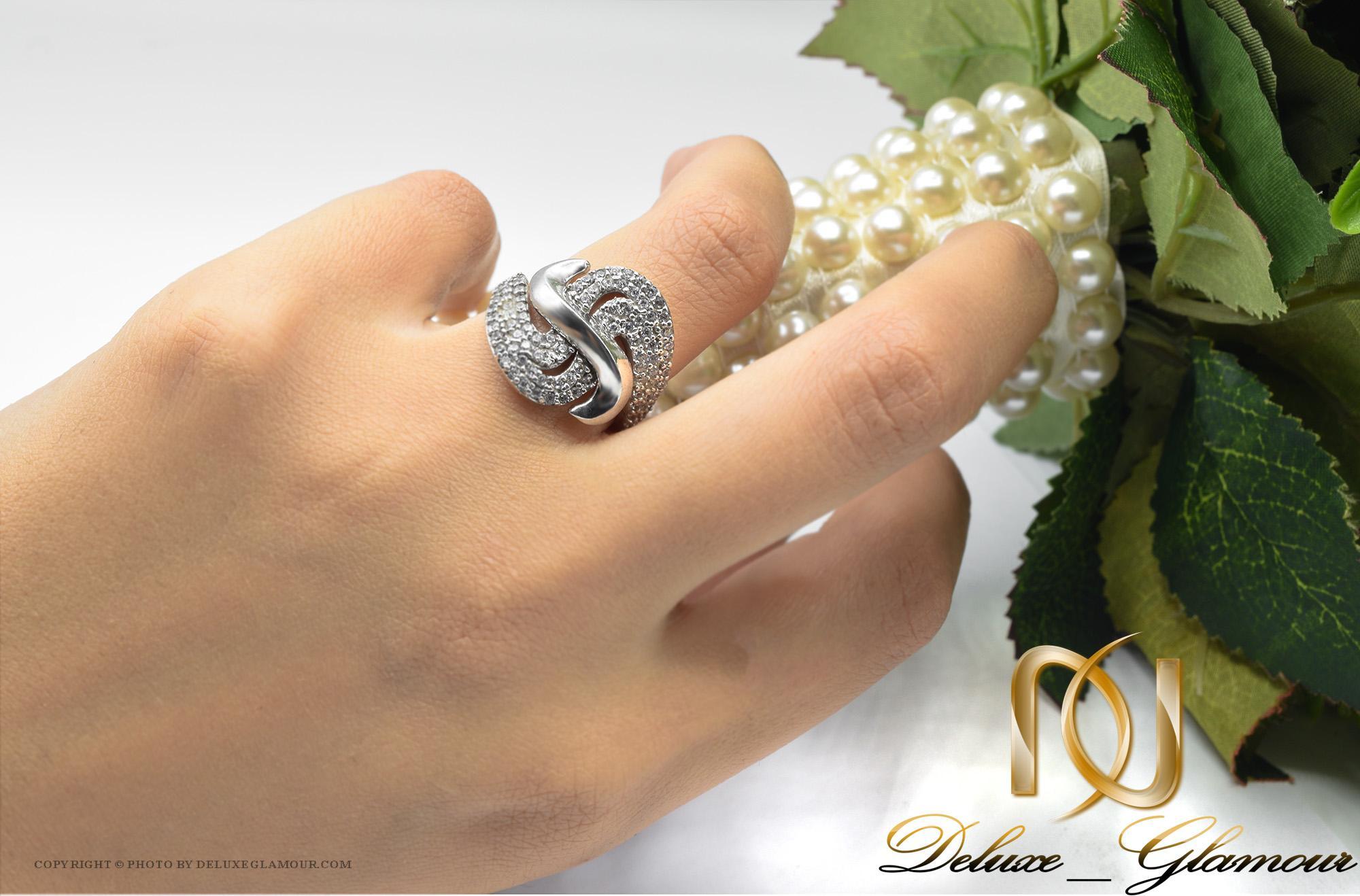 انگشتر نقره زنانه نگین دار طرح جدید rg-n301 از نمای روی دست
