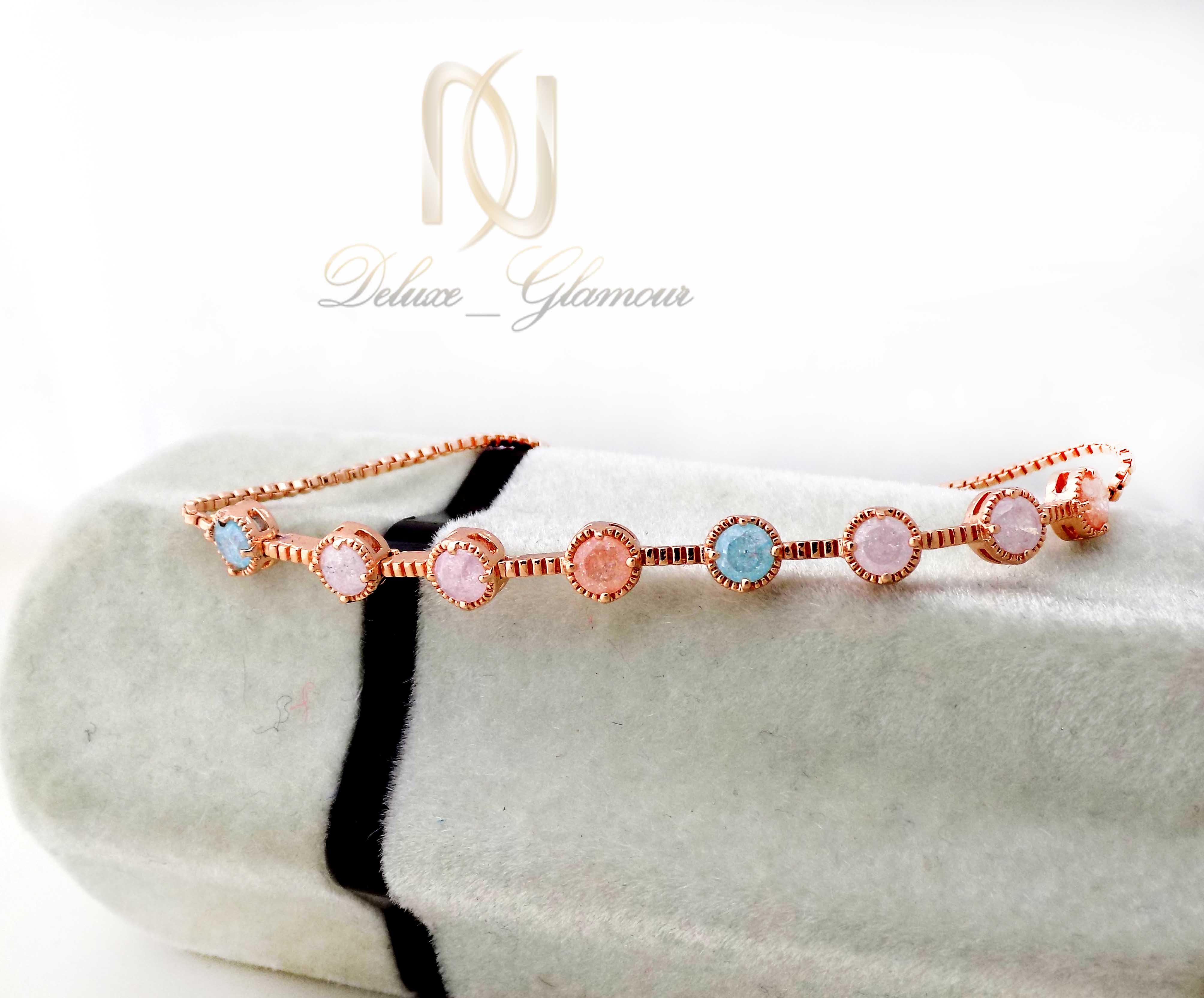 دستبند دخترانه کلیو با سنگ اوپال قیمتی ds-n400 از نمای دور
