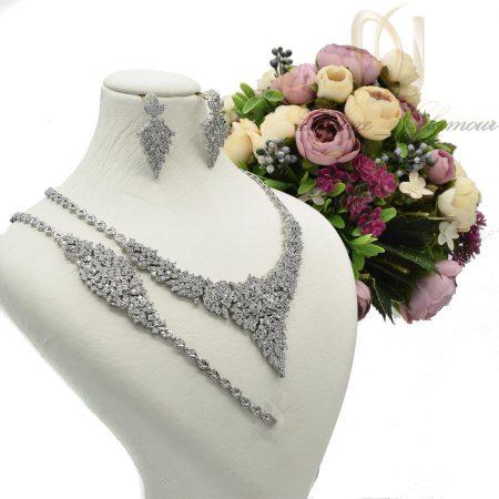 سرویس نقره عروس نگین دار شیک NS-N436 از نمای روبرو