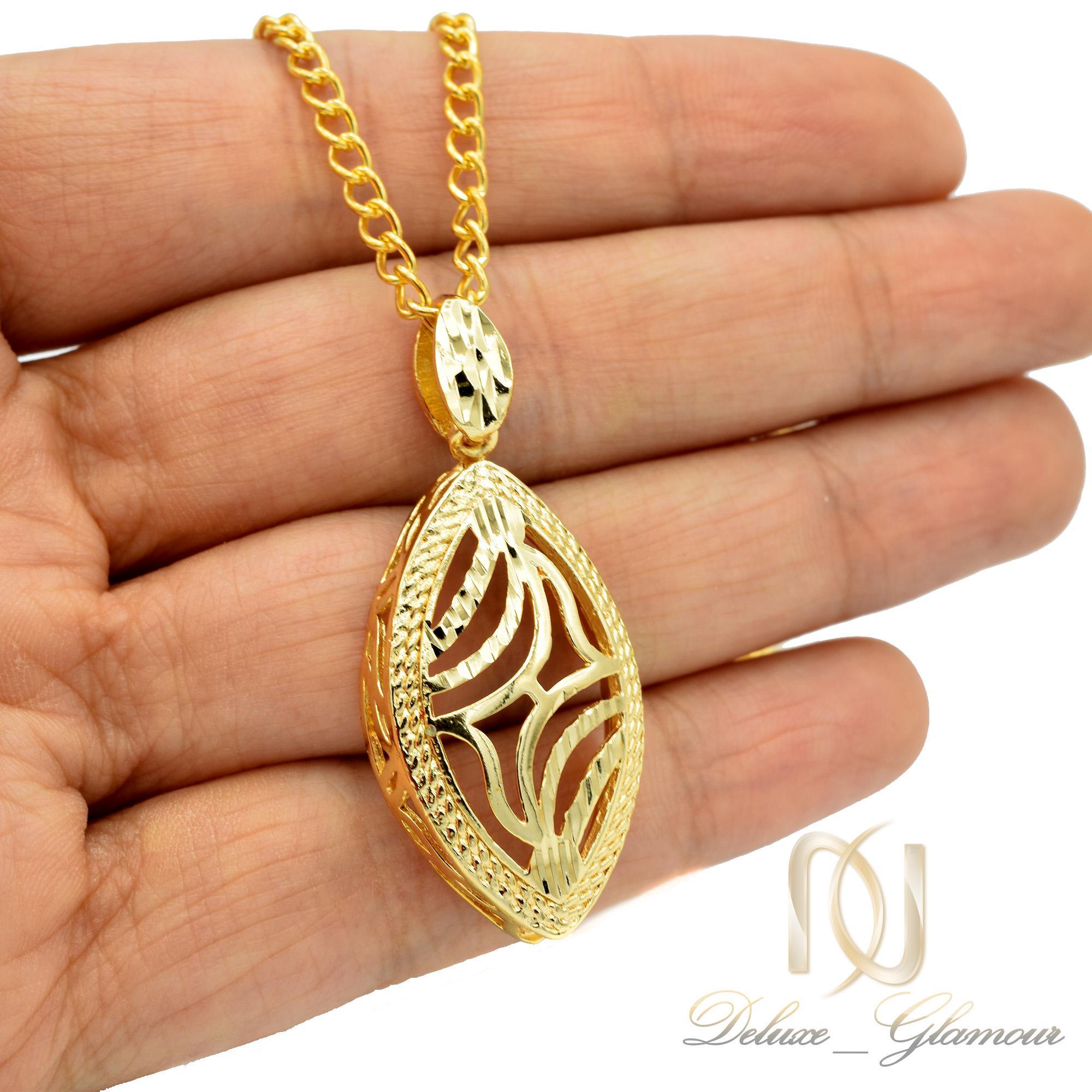 گردنبند زنانه برنجی طرح طلا nw-n458 از نمای روی دست
