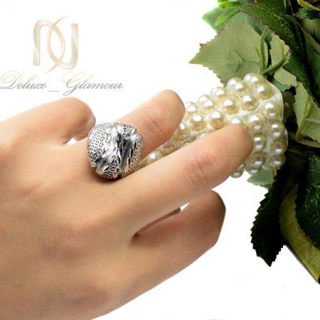 انگشتر نقره زنانه تراش طرح توری rg-n307 از نمای روی دست