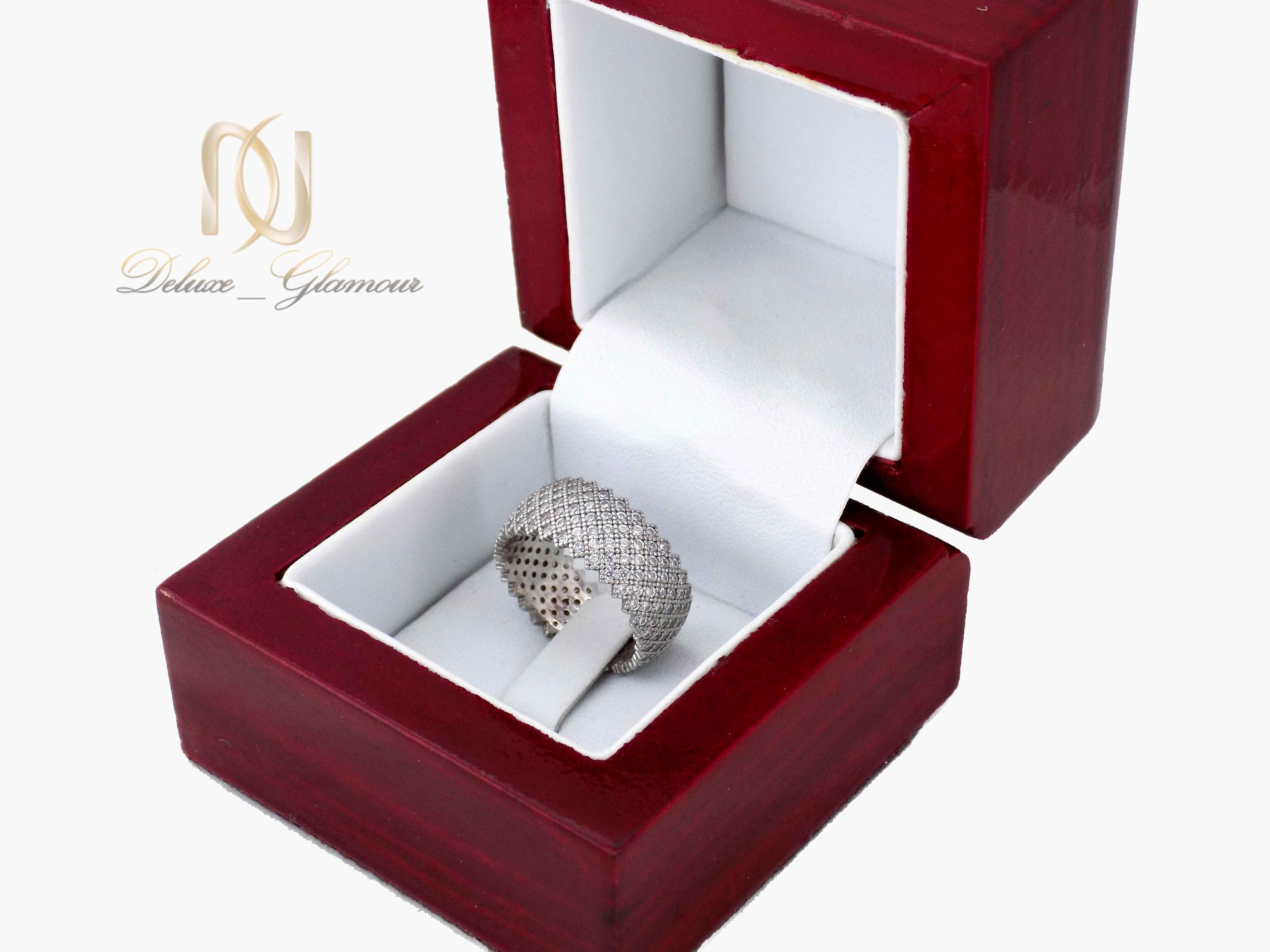 انگشتر نقره زنانه طرح حلقه پرنگین rg-n324 از نمای دور
