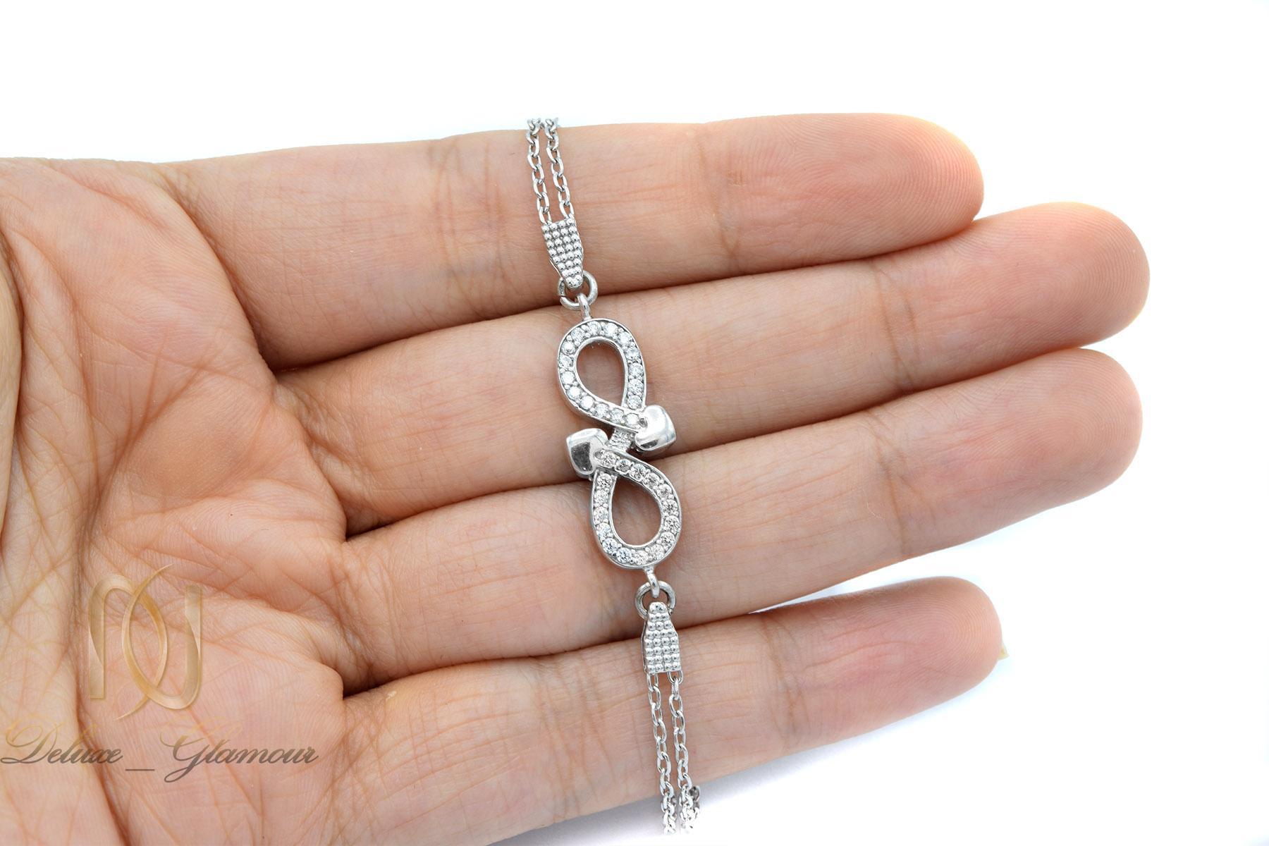 دستبند نقره دخترانه ظریف طرح بینهایت ds-n417 از نمای روی دست
