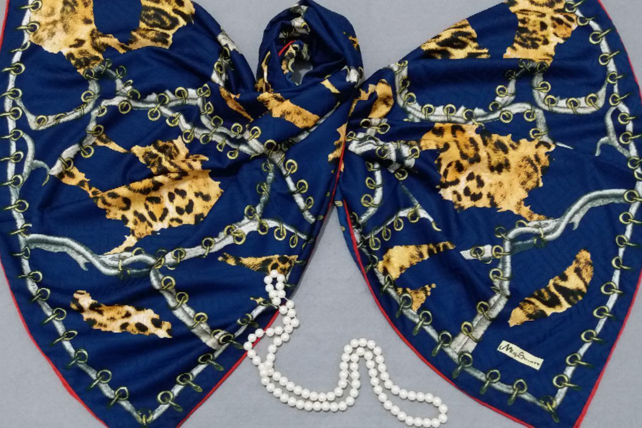 روسری ابریشمی دست دوز رنگ سرمه ای sr-n302 از نمای روبرو