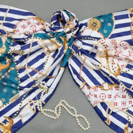 روسری ابریشم توییل کج راه دور دست دوز sr-n282 از نمای نزدیک