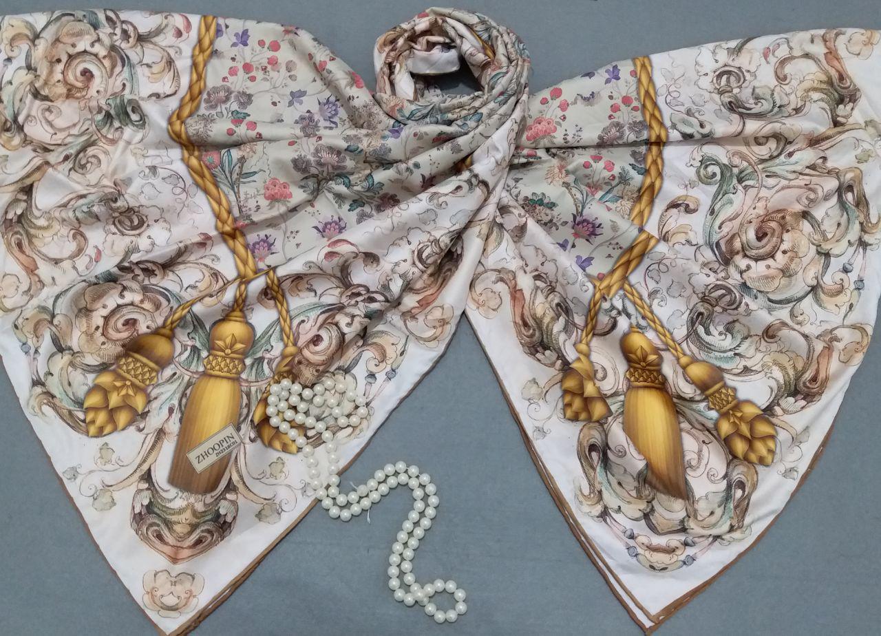روسری ابریشم توییل کج راه دور دست دوز sr-n287 از نمای نزدیک