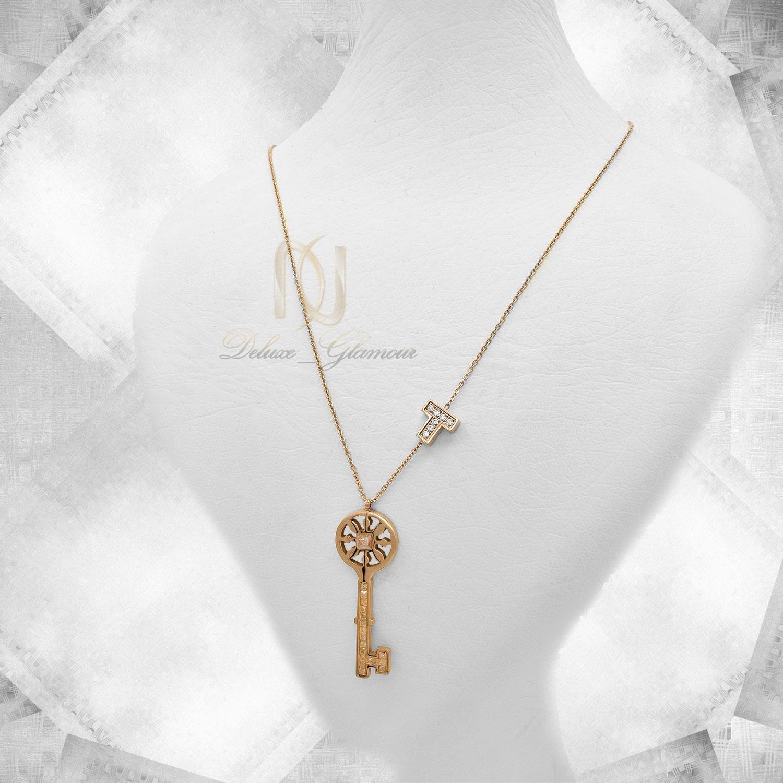گردنبند دخترانه استیل طرح کلید رزگلد nw-n472 از نمای دور