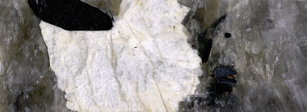 آشنایی با سنگ تورمالین