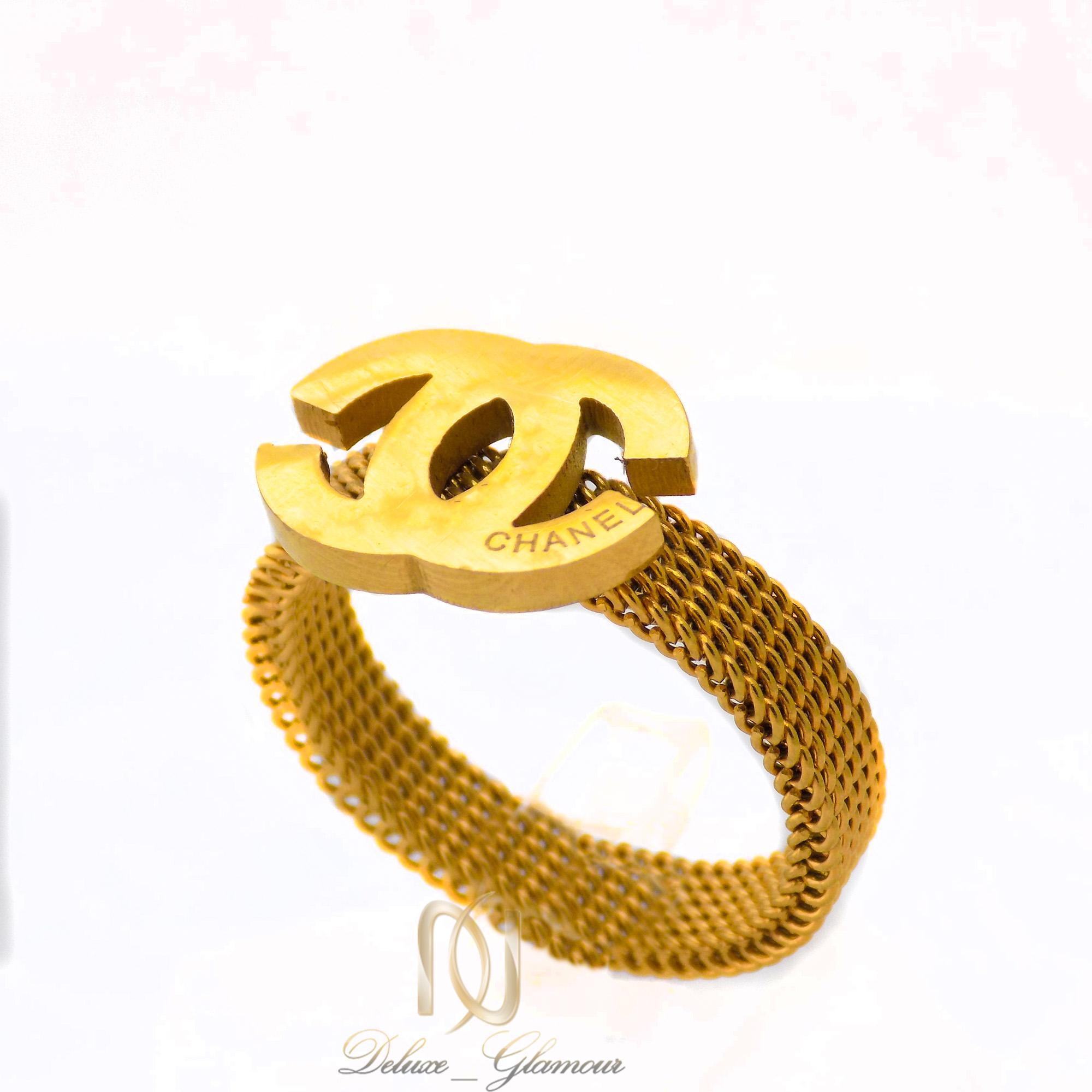 انگشتر زنانه استیل طرح چنل طلایی rg-n350 از نمای روبرو