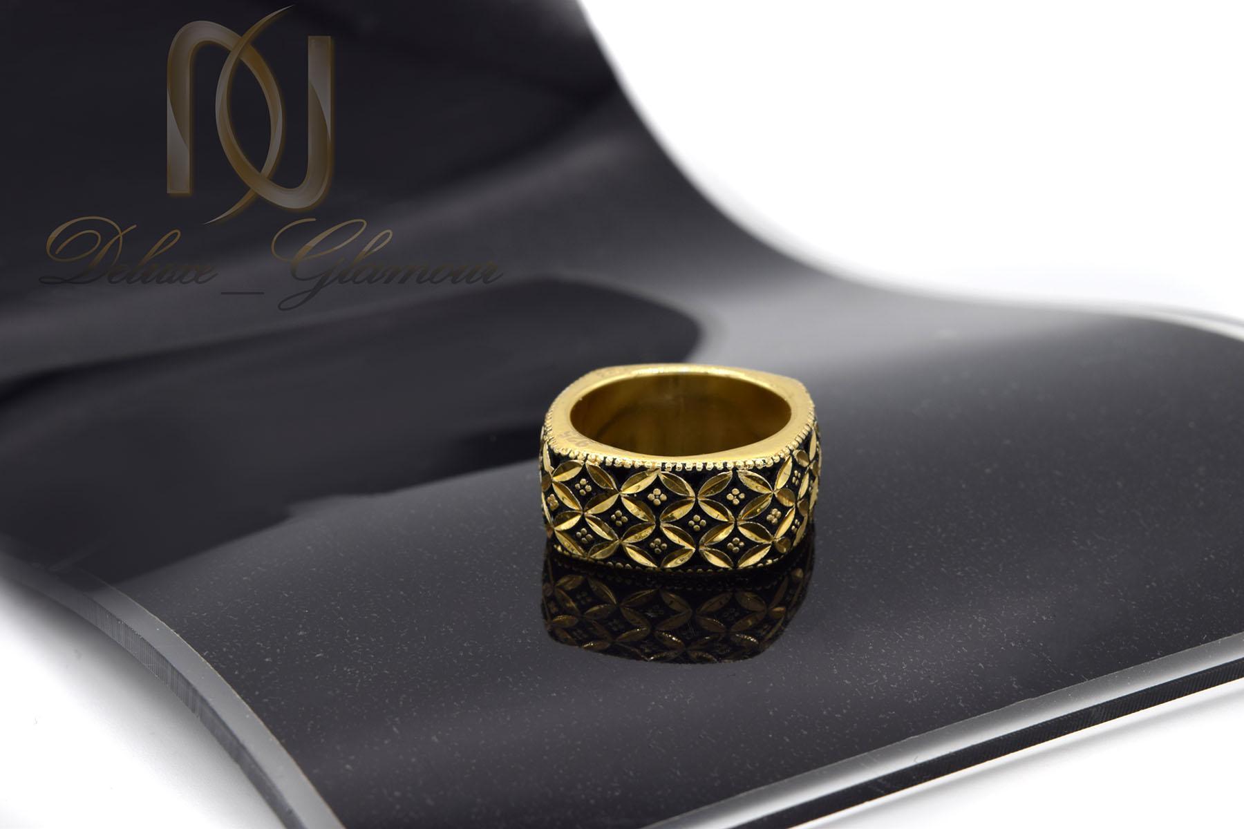 انگشتر نقره زنانه سیاه قلم مربعی طلایی rg-n376 از نمای مشکی