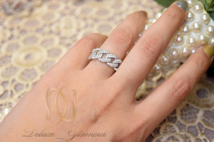انگشتر نقره زنانه طرح زنجیری نگین دار rg-n365 از نمای روی دست