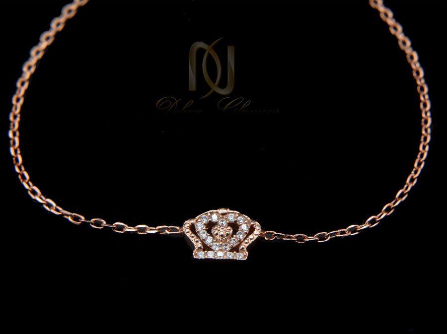 دستبند نقره دخترانه ظریف طرح کویین رزگلد ds-n458 از نمای مشکی
