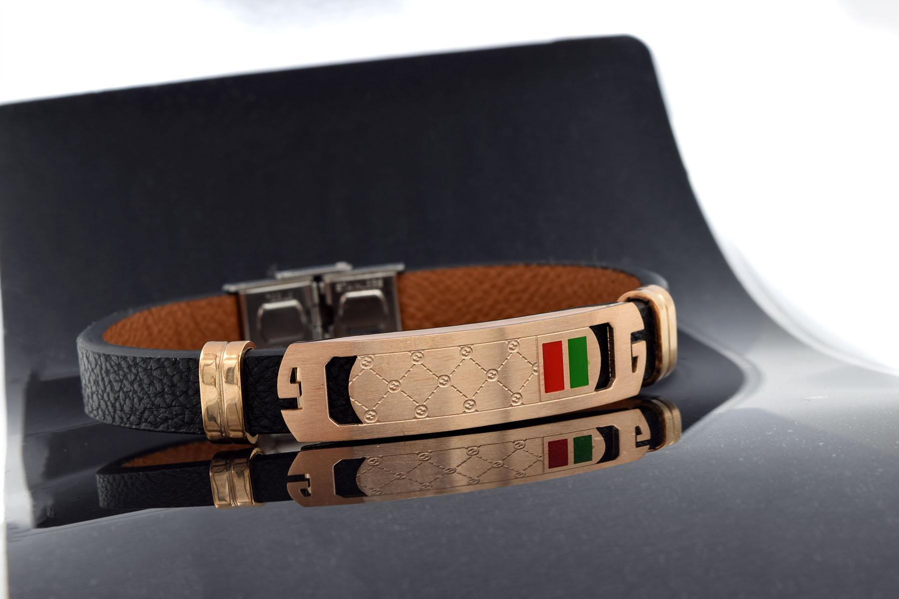 دستبند چرم پسرانه طرح گوچی تک ردیفه ds-n465 از نمای مشکی