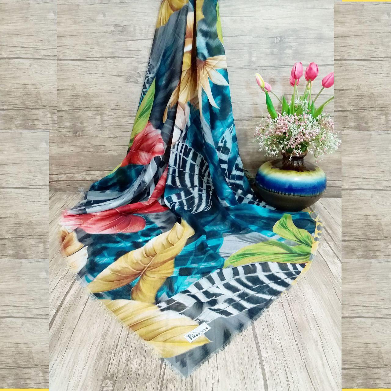 روسری نخی قواره بزرگ برند روبرتو sr-n304 از نمای روبرو