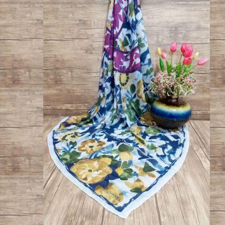 روسری نخی قواره بزرگ طرح چنل بهاری sr-n305 از نمای روبرو