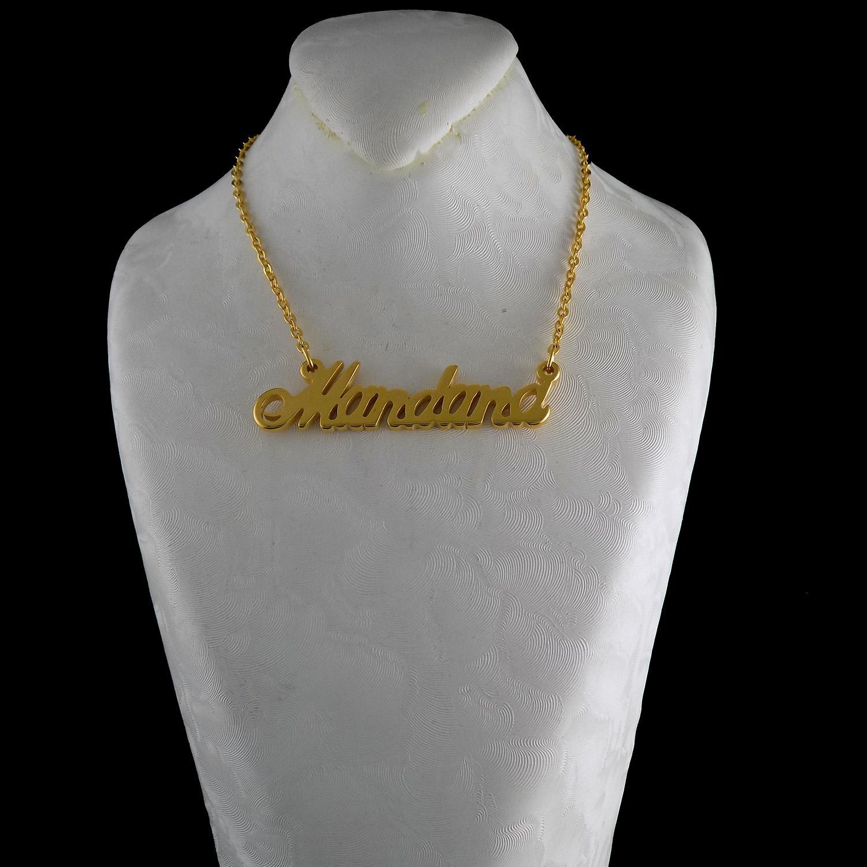 گردنبند اسم ماندانا لاتین استیل طلایی nw-n492 از نمای روبرو
