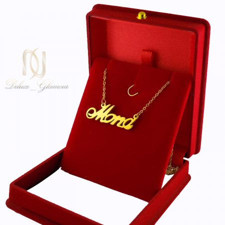 گردنبند اسم مونا استیل لاتین طلایی nw-n491 از نمای کنار