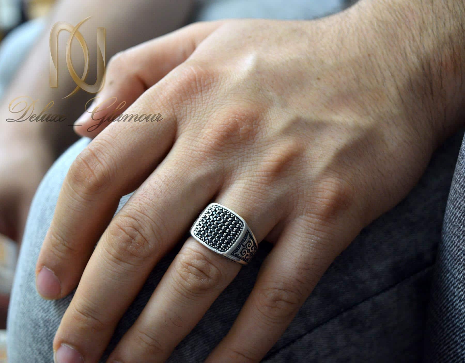 انگشتر نقره مردانه اسپرت نگین مارکازیت rg-n384 از نمای روی دست