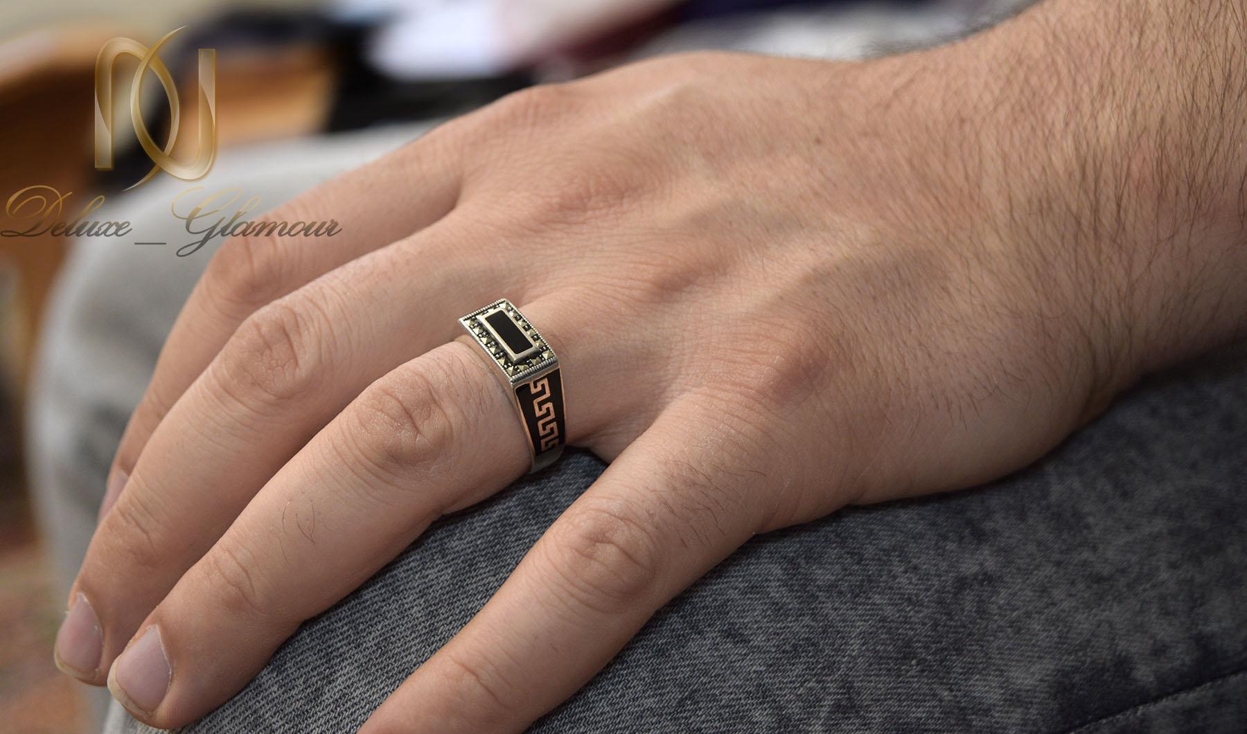 انگشتر نقره مردانه طرح ورساچه لوکس rg-n375 از نمای روی دست