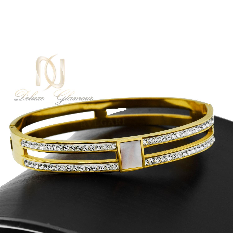 دستبند زنانه استیل طرح بولگاری طلایی ds-n482 از نمای مشکی