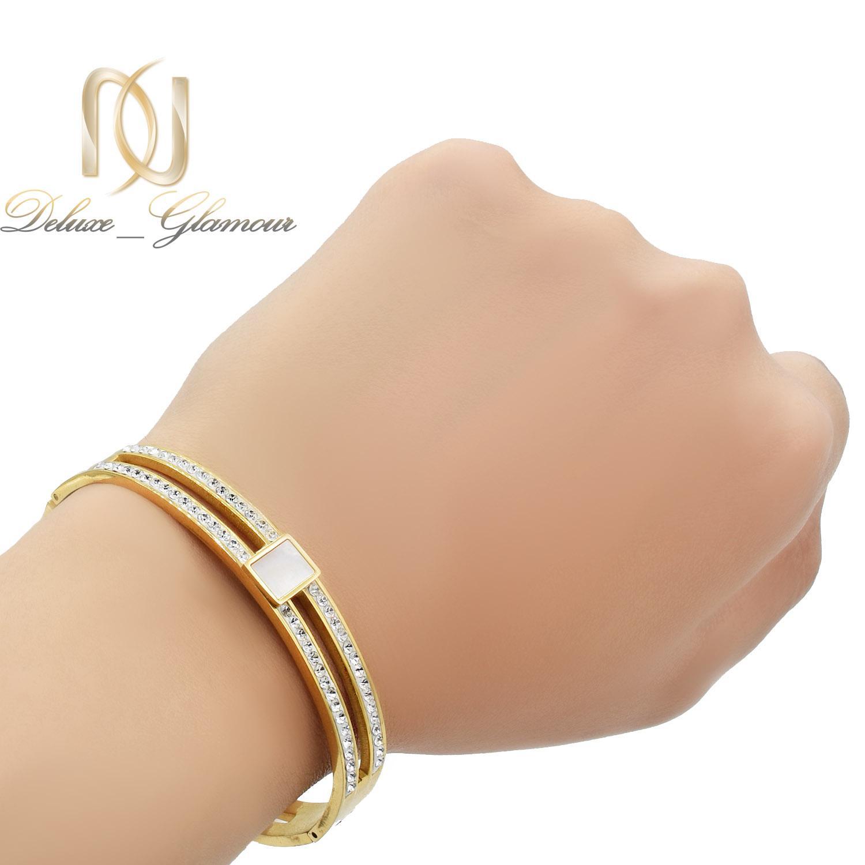 دستبند زنانه استیل طرح بولگاری طلایی ds-n482 از نمای روی دست