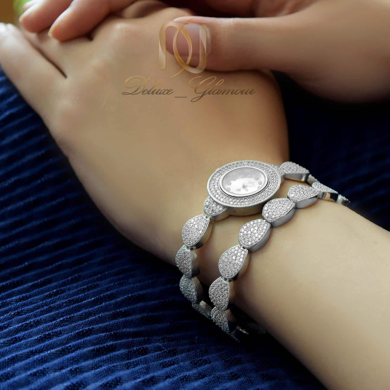 دستبند نقره زنانه طرح اشک نگین دار ds-n475 از نمای روی دست