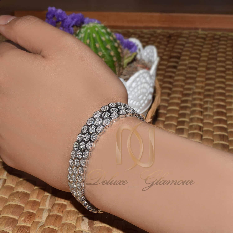 دستبند نقره زنانه طرح بند ساعتی نگیندار ds-n476 از نمای دور