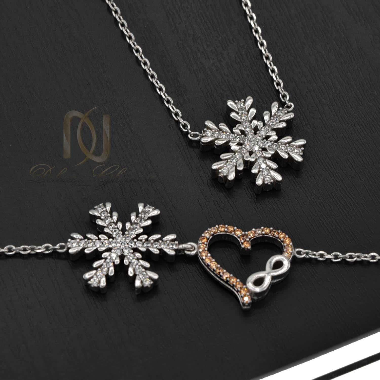 ست گردنبند و دستبند نقره دخترانه برف ns-n493 از نمای مشکی