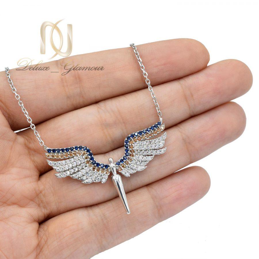 گردنبند نقره دخترانه طرح فرشته نگین دار nw-n507 از نمای روی دست